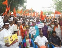 Huge Hindu Munnani demo on temple issue
