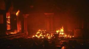 पाकिस्तान में मूर्ति तोड़ी, मंदिर में आग लगाई