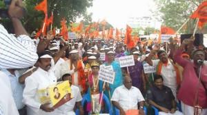 Huge Hindu Munnani demo on temple issue