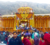 बद्रीनाथ धाम के कपट श्रद्धालुओं के दर्शनार्थ खुले