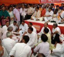 हिन्दू हित संरक्षण समिति ने आगरा में किया विरोध प्रदर्शन