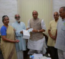 Vivekananda Kendra hands over Rs One Crore received from Gandhi Peace Prize to Defence Minister