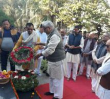 Bhaiyyaji Joshi paid floral tributes to Netaji Subhash chandra Bose