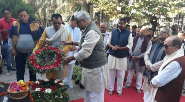 Bhaiyyaji Joshi paid floral tributes to Netaji Subhash chandra Bose