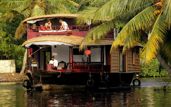 Kerala Commies bring shame – Houseboat of Nobel Laureate, blocked by CPMprotesters in Alappuzha