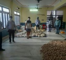 स्वयंसेवकों ने लखनऊ में दो स्थानों पर शुरू किए राहत केंद्र