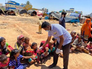 Lockdown – Swayamsevaks Serving Tamilians with food and shelter in Mandya