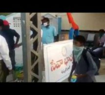 #Seva4Society – Swayamsevaks Prepare 1000s of Food Packets at Short-Notice for Migrant Labour Travelling by Shramik Special Trains