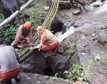 Seva4Society – Swayamsevaks of Seva Bharati builds a bamboo bridge in a Kerala village to connect to the outside world during rainy season