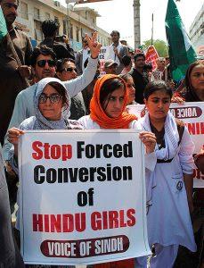 पाकिस्तान में हिन्दुओं का उत्पीड़न – हिन्दू लड़की का अपहरण, धर्म परिवर्तन व जबरन निकाह कराने की तैयारी