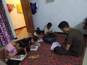 कोरोना संकट काल में बच्चों की शिक्षा का स्वयंसेवकों ने संभाला जिम्मा