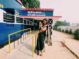 """प्रेरक – अनीता सिंह के """"जयी"""" प्रयत्न से मंझरिया प्राथमिक विद्यालय के कायाकल्प की कहानी"""