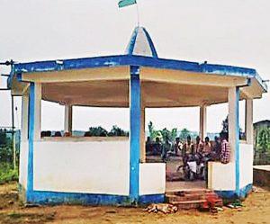 गांववासी गांधी कुटीर में करते हैं समस्याओं का समाधान