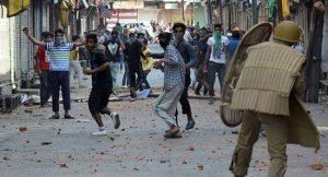 जम्मू-कश्मीर – हाथों में पत्थर थमाने वालों ने किया किनारा, सेना ने दिया सहारा