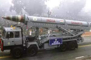 आत्मनिर्भरता – 800 किमी की दूरी तक मारक क्षमता वाली शौर्य मिसाइल का सफल परीक्षण