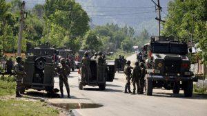 आतंकियों की कायराना हरकत, नमाज पढ़कर मस्जिद से निकले पुलिस इंस्पेक्टर पर गोलियां बरसाईं