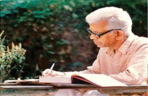 Malayalam poet and Jnanpith laureate Akkitham Achuthan Namboothiri passes away