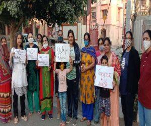 लव जिहाद – कानून बनाने की मांग को लेकर सड़क पर उतरीं महिलाएं व युवतियां