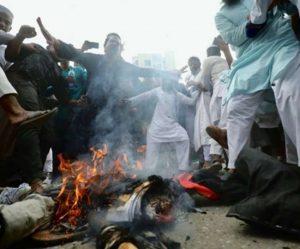 बांग्लादेश – अफवाह के बाद कट्टरपंथियों ने हिन्दुओं के घरों में लूटपाट की, आग लगा दी