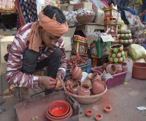 दीपावली – हरियाणा व राजस्थान के डिजाइनर दीये रोशन करेंगे घर