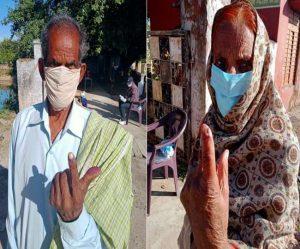 जम्मू कश्मीर – अंगुली पर नीली स्याही देख हुआ अपने वजूद का अहसास