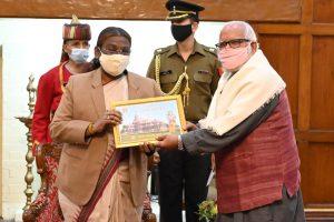 झारखंड के प्रथम नागरिक के निधि समर्पण से अभियान का शुभारंभ
