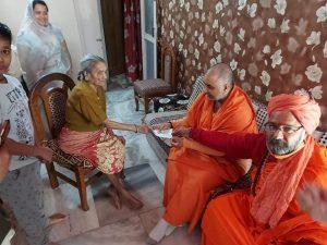 श्रीराम जन्मभूमि मंदिर निधि समर्पण अभियान – 95 वर्षीय वृद्ध महिला ने जीवनभर की जमापूंजी से दिये एक लाख रुपये