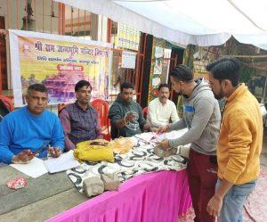 सब्जी विक्रेता, रिक्शा चालक, ठेले खोमचे वाले ने भी किया निधि समर्पण