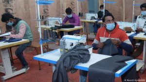 बिहार – आपदा को अवसर में बदल रहे घर लौटे प्रवासी