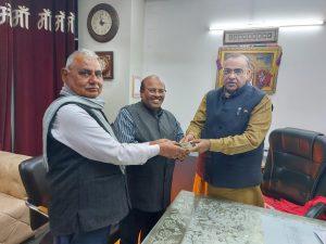 बद्री भगत मंदिर के श्रद्धालु मंदिर निर्माण के लिए कर रहे सहयोग