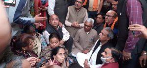 दिल्ली के मंगोलपुरी में रिंकू शर्मा के परिजनों से मिले डॉ. सुरेन्द्र जैन