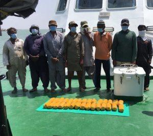गुजरात – कच्छ की समुद्री सीमा से 30 किलो हेरोइन के साथ 8 पाकिस्तानी गिरफ्तार