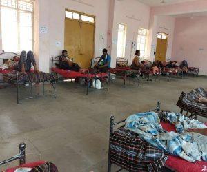 बालाघाट – ग्रामीणों ने कोविड केयर सेंटर में जनसहयोग से जुटाईं ऑक्सीजन कंसंट्रेटर व सिलेंडर जैसी व्यवस्थाएं
