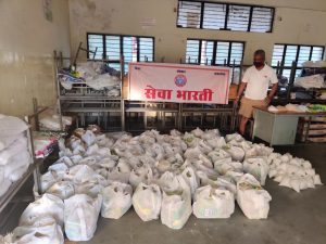 भोपाल – राशन किट का वितरण कर रही सेवा भारती, सेवा भारती का प्रयास कोई भूखा न सोए