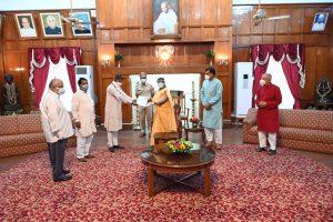 पश्चिम बंगाल हिंसा – झारखंड में प्रबुद्धजनों का प्रतिनिधिमंडल राज्यपाल से मिला, राष्ट्रपति को ज्ञापन भेजा