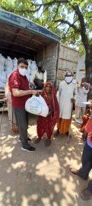 चित्रकूट एवं मझगवां जनपद के 2 हजार परिवारों में प्रसाद रूप में राशन किट का वितरण