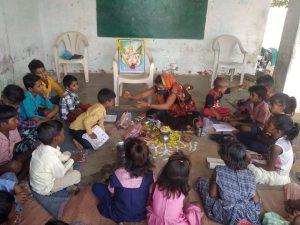 """दीनदयाल शोध संस्थान द्वारा 108 ग्राम केंद्रों पर आयोजित हो रहा """"विद्यारंभ संस्कार"""""""