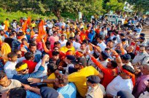 पुलिस ने आरोपी पादरी को छोड़ हिन्दू महिला पर दर्ज की एफआईआर, भड़के लोगों ने किया विरोध प्रदर्शन