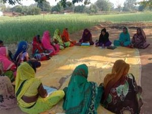 गाय के गोबर से लकड़ी बनाकर आठ हजार महिलाएं बनेंगी स्वावलंबी